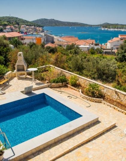 rogoznica-vila-bazen-pogled-marinu-podno-grijanje-parking-slika-31571405